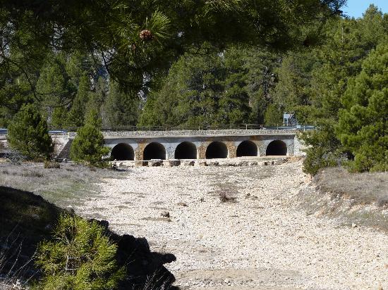 puente-de-los-siete-ojos sin agua