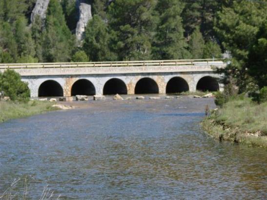 puente siete ojos con agua